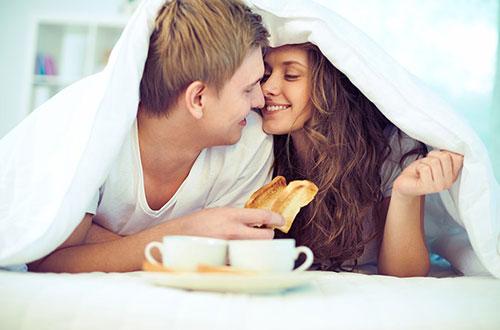 """""""Yêu"""" buổi sáng giúp gảm thiểu nếp nhăn"""