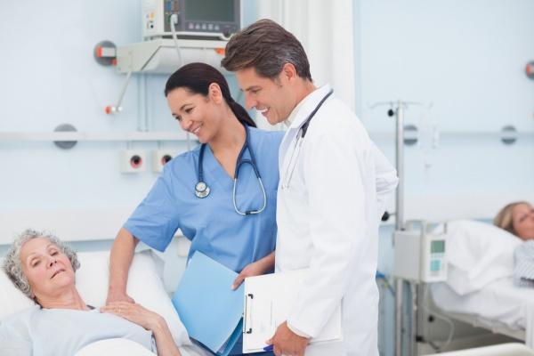 Điều dưỡng viên và bác sĩ luôn có mối liên kết chặt chẽ với nhau