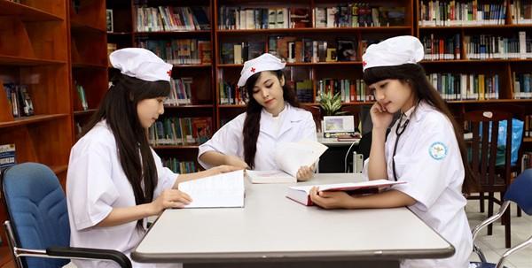 Ngại chia sẻ với những bạn xung quanh sẽ khiến bạn càng khó khăn trong quá trình học tập