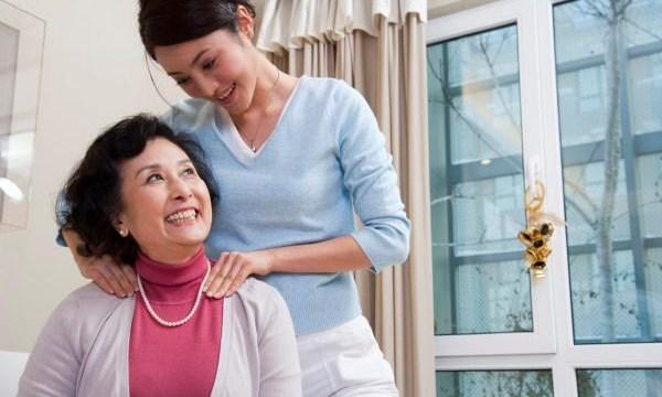 Những món quà ý nghĩa mà con gái ngành Y có thể tặng mẹ vào ngày lễ