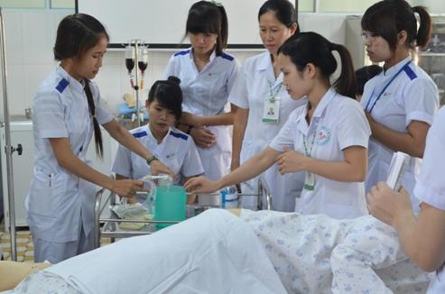 Hướng dẫn sinh viên Cao đẳng Điều dưỡng thực tập theo chuẩn quy trình