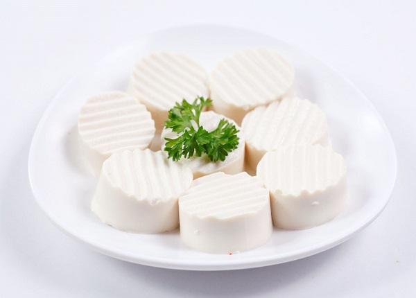 Đậu phụchứa hàm lượng lớn protein, canxi, vitamin E, mang lại một số lợi ích sức khỏe
