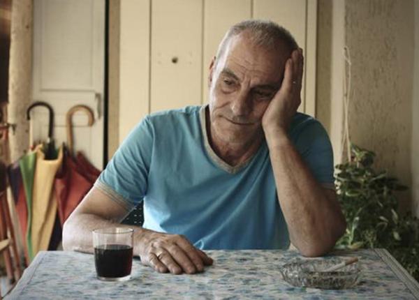 Biểu hiện bị suy giảm trí nhớ là một trong những dấu hiệu của bệnh suy nhược cơ thể tuổi già