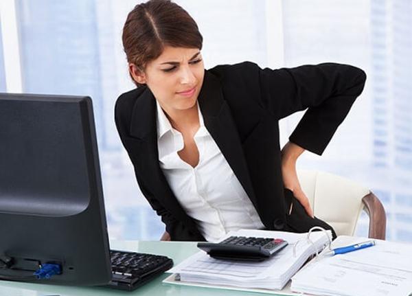 Người có công việc hay ngồi lâu cũng là nguyên nhân gây nên bệnh trĩ