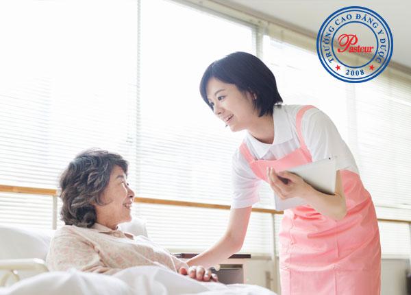 Điểm khác nhau giữa Y tá và Điều dưỡng là gì?